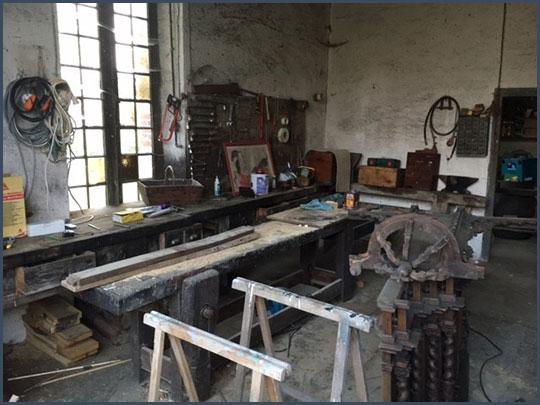L'atelier de Bill, chez lui, dans la campagne française
