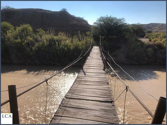 L'un des rares ponts permettant de traverser la rivière à Gualfin